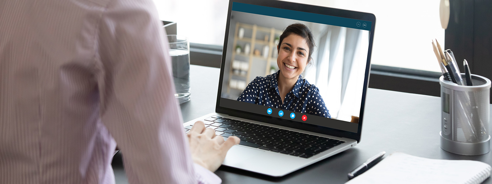 Image of a benefits plan advisor having a meeting with a female colleague on video chat.