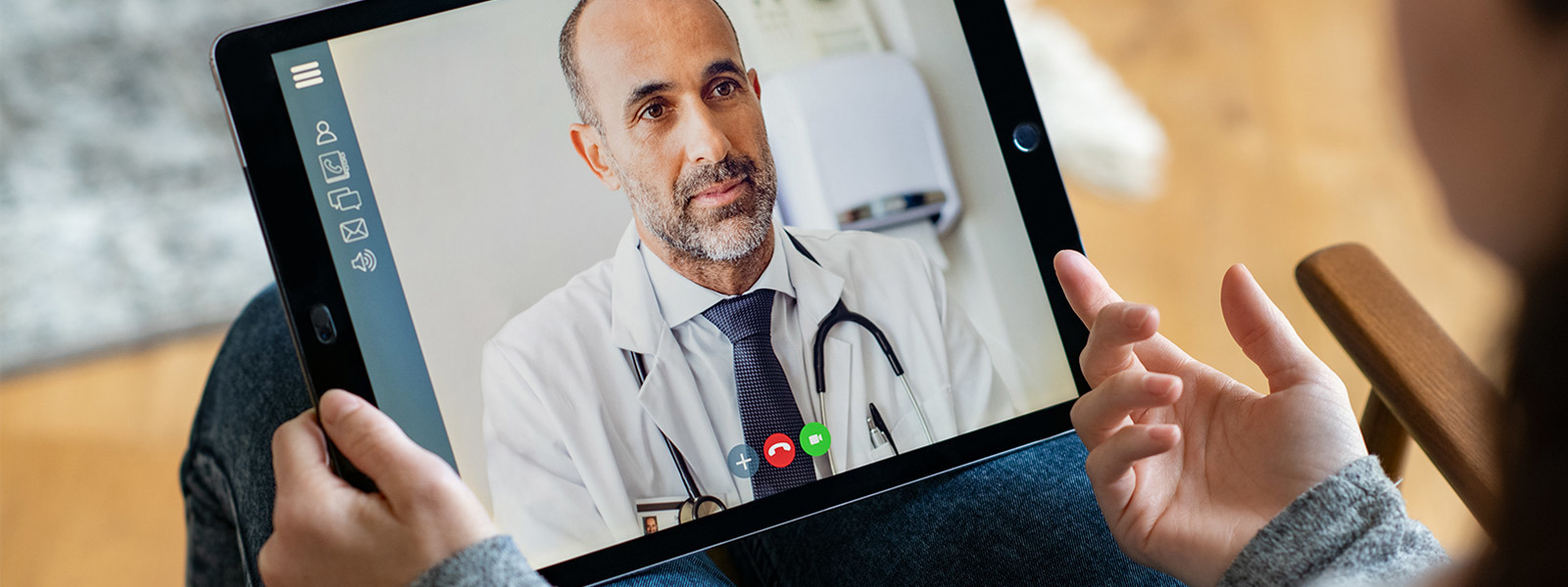 Image of employee using a tablet to access 24/7 Digital Health services